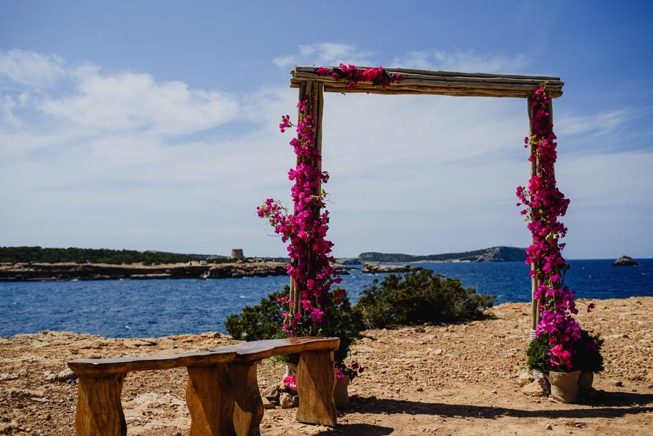 backdrop voor ceremonie op strand in Ibiza