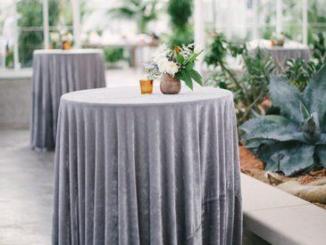 velvet tafellaken voor trouwfeest of event
