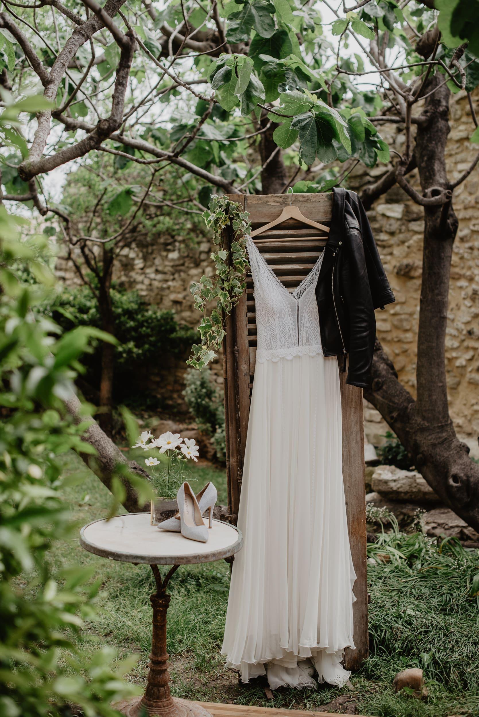 bruidsjurk tijdens eens fotoshoot in parijs voor een bruiloft en huwelijk