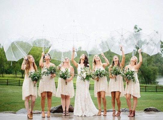 vrouwen op een huwelijk