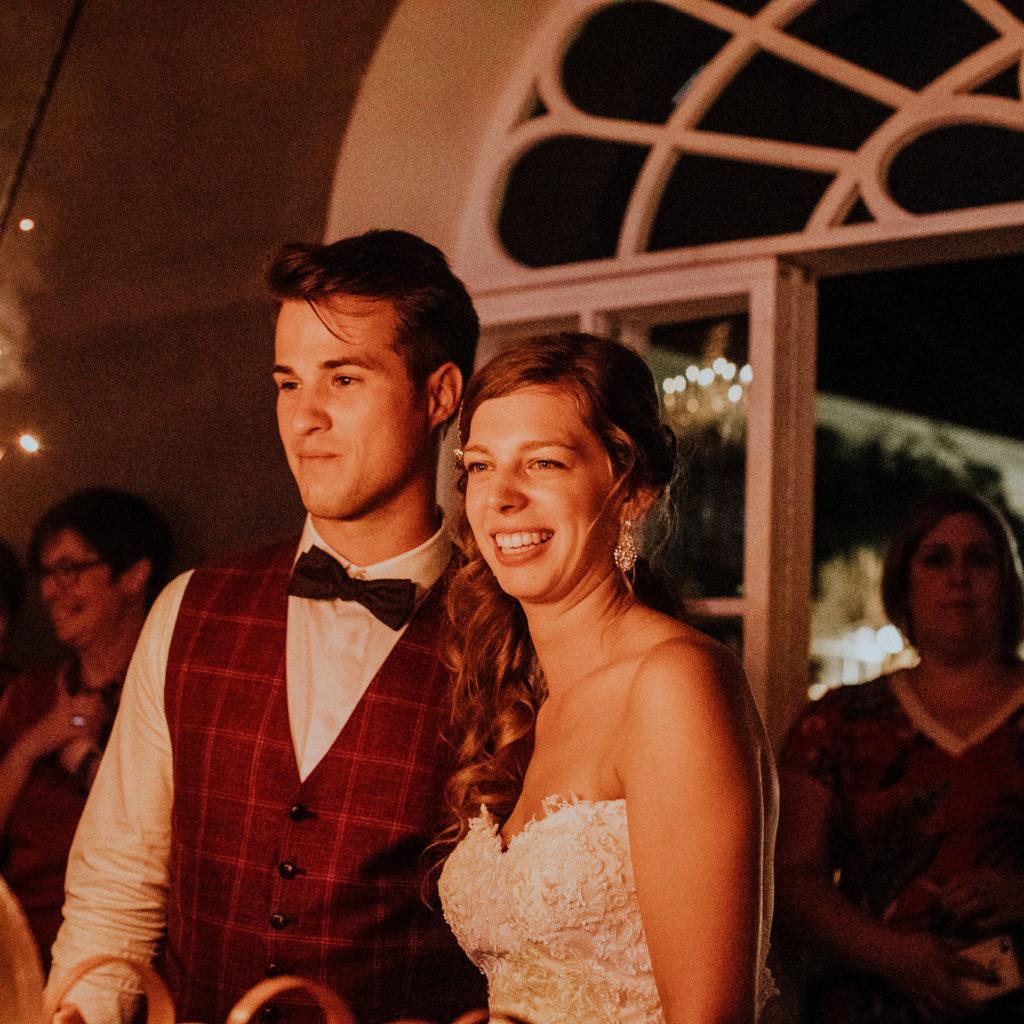 Bruidspaar op huwelijksfeest