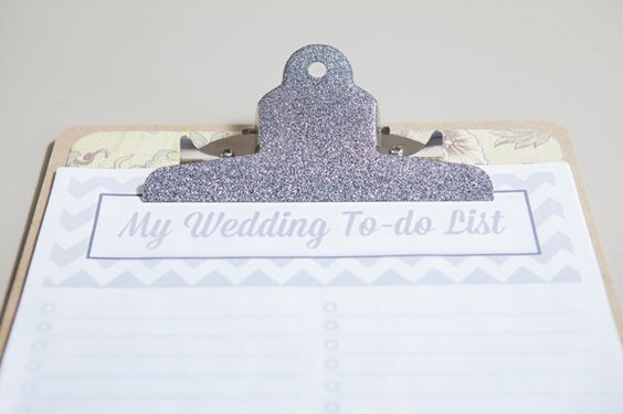 Clipboard met 'My wedding to-do list' erop