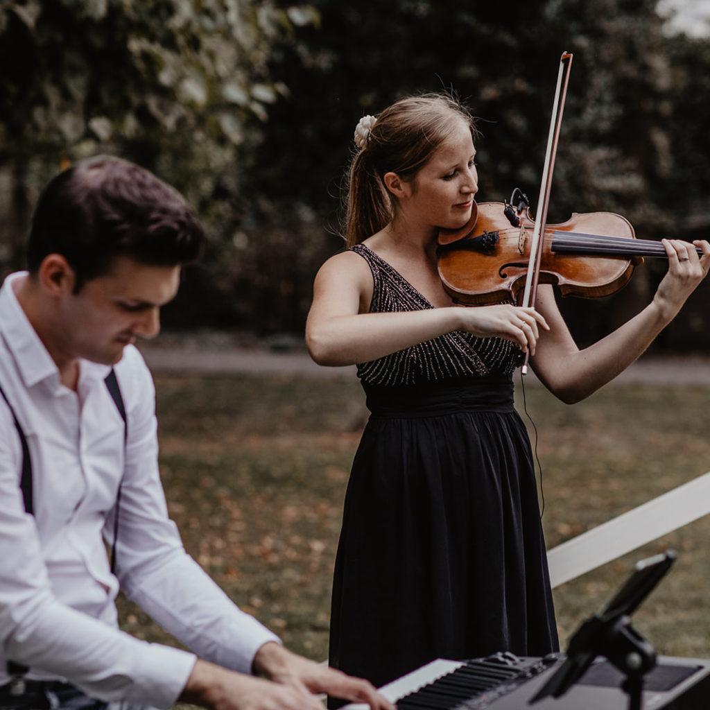 Trouwfeest huwelijk storytelling ceremoniespreker tent bloemen livemuziek trouwbedankingen weddingplanner trouwdag